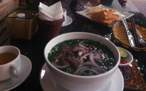 """Desayuno en Lao Cai: sopa de fideos y """"pam"""""""