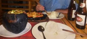 Coco relleno de pollo con curry y Pollo a la parrilla con 5 especias