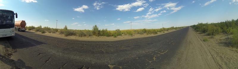 carretera por el desierto Kyzyl Kum