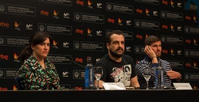 El equipo de Colossal con su director Nacho Vigalondo presentando la película