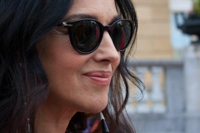 Monica Bellucci firmando autógrafos en San Sebastián