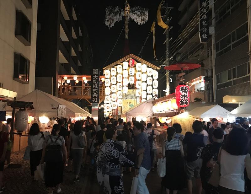 Noches yoiyoiyoiyama en Kioto, Japon